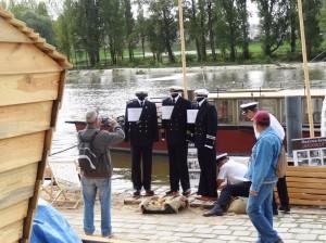 Mundury kapitanów żeglugi śródlądowej na Polskim stoisku w czasie festiwalu Loary w Orleanie