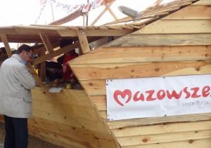 Banner Mazowsze serce Polski zamocowany na Polskim stoisku w czasie festiwalu Loary w Orleanie