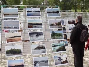 Wystawa zdjęć na Polskim stoisku w Orleanie